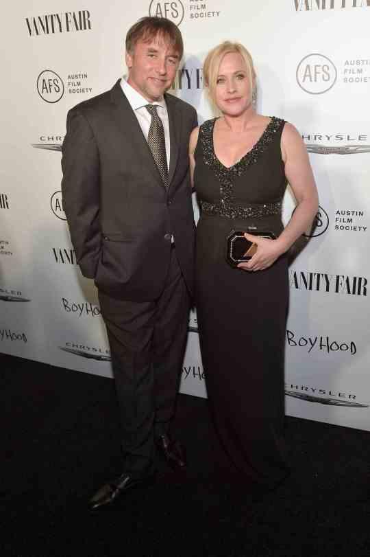 El director Richard Linklater y Patricia Arquette posaron alegremente junto a sus compañeros de elenco