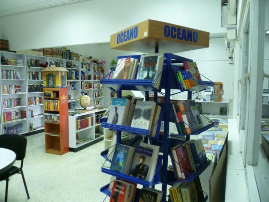 Entre la oferta de libros se incluyen distintos ejemplares de la editorial Océano