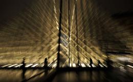 URBES. Lubeshka Suarez, Louvre Piramide